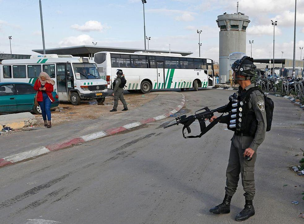 A member of the Israeli border police stands guard at Qalandia checkpoint in the West Bank in this file photo from 13 December, 2016