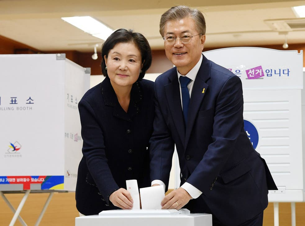 Presidential candidate Moon Jae-in (R) and his wife Kim Jeong-suk cast their ballots at a polling site in Seoul