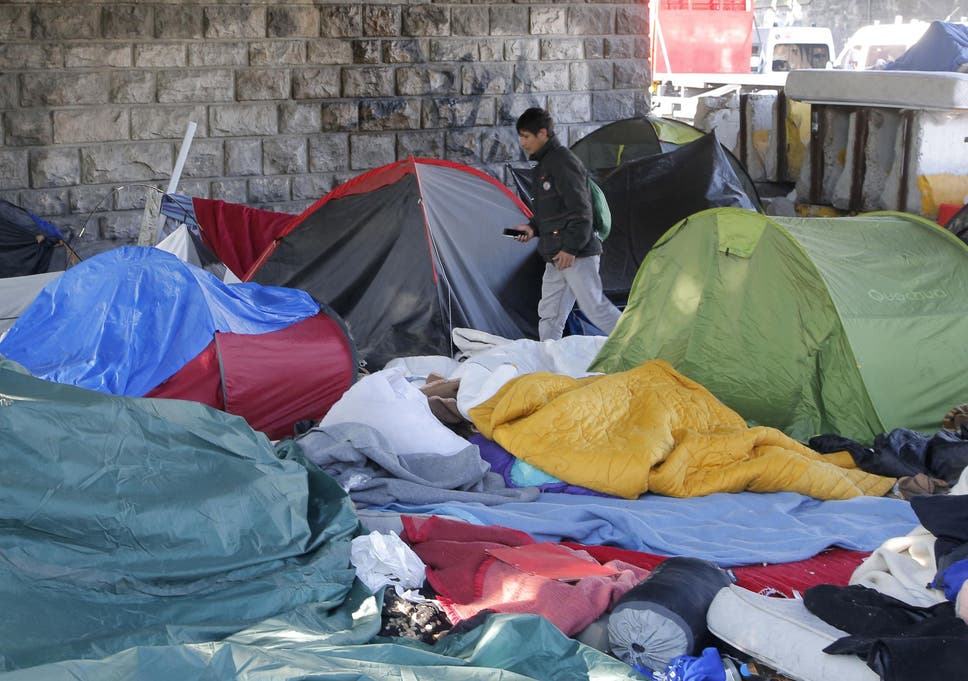 French Authorities Bus Hundreds Of Refugees Out Of Paris To