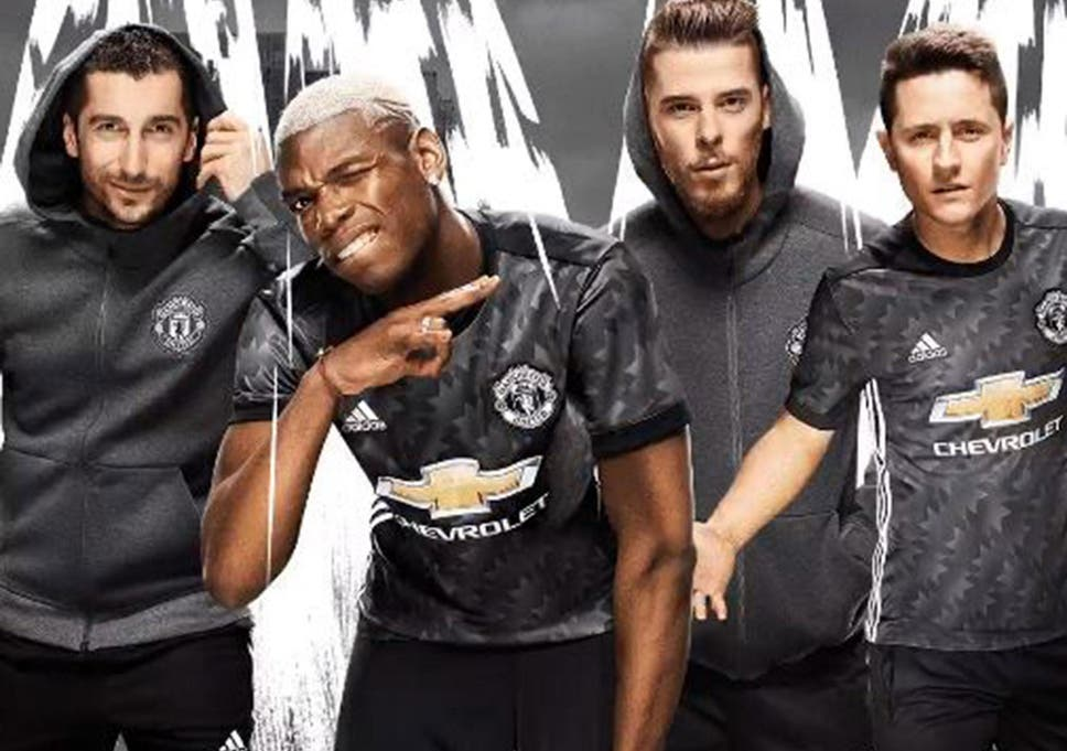 Manchester United unveil new black away kit inspired by iconic 90s ... 00530e763