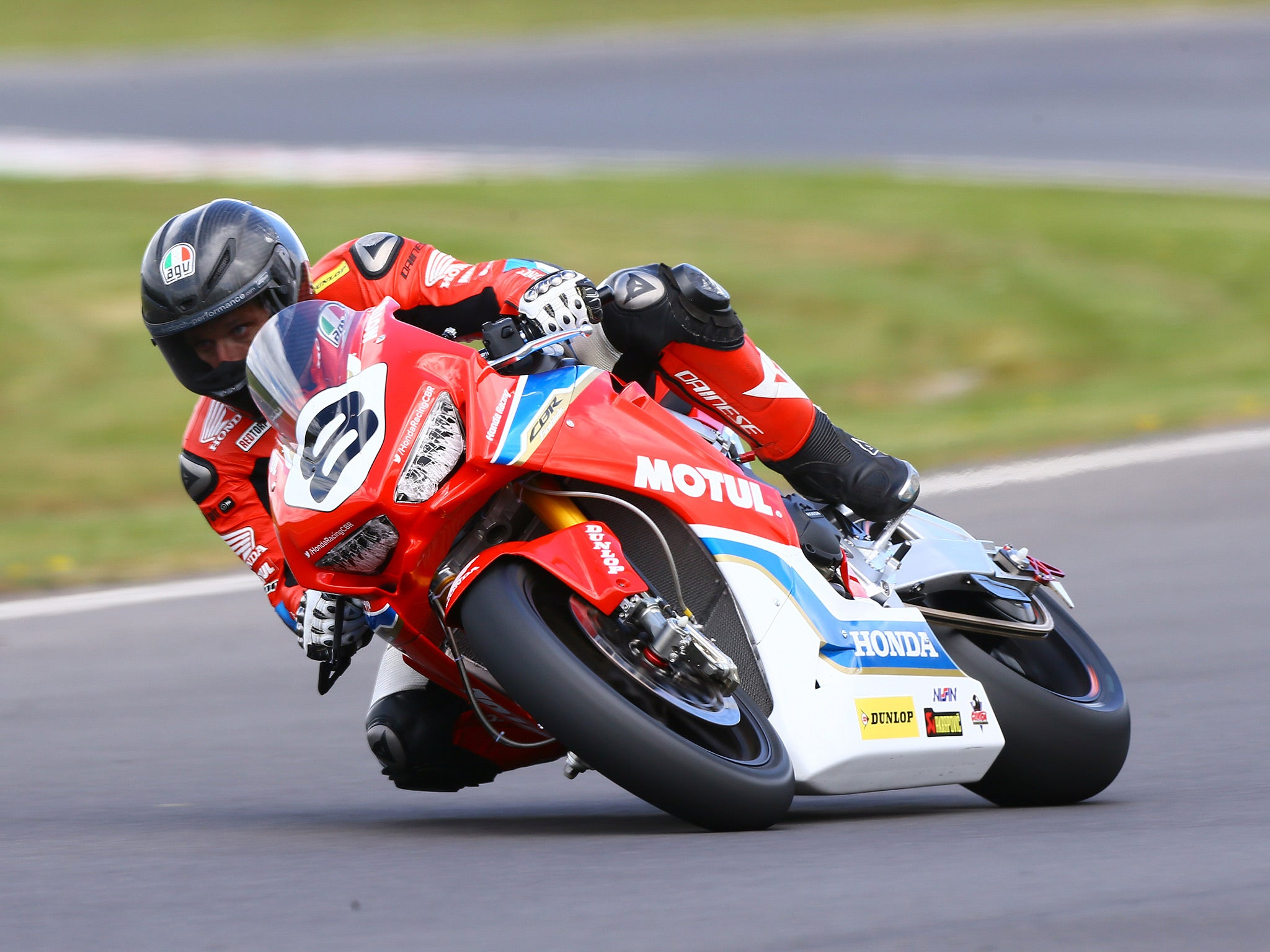 guy martin clarifies retirement reports after leaving honda following nightmare return to road. Black Bedroom Furniture Sets. Home Design Ideas