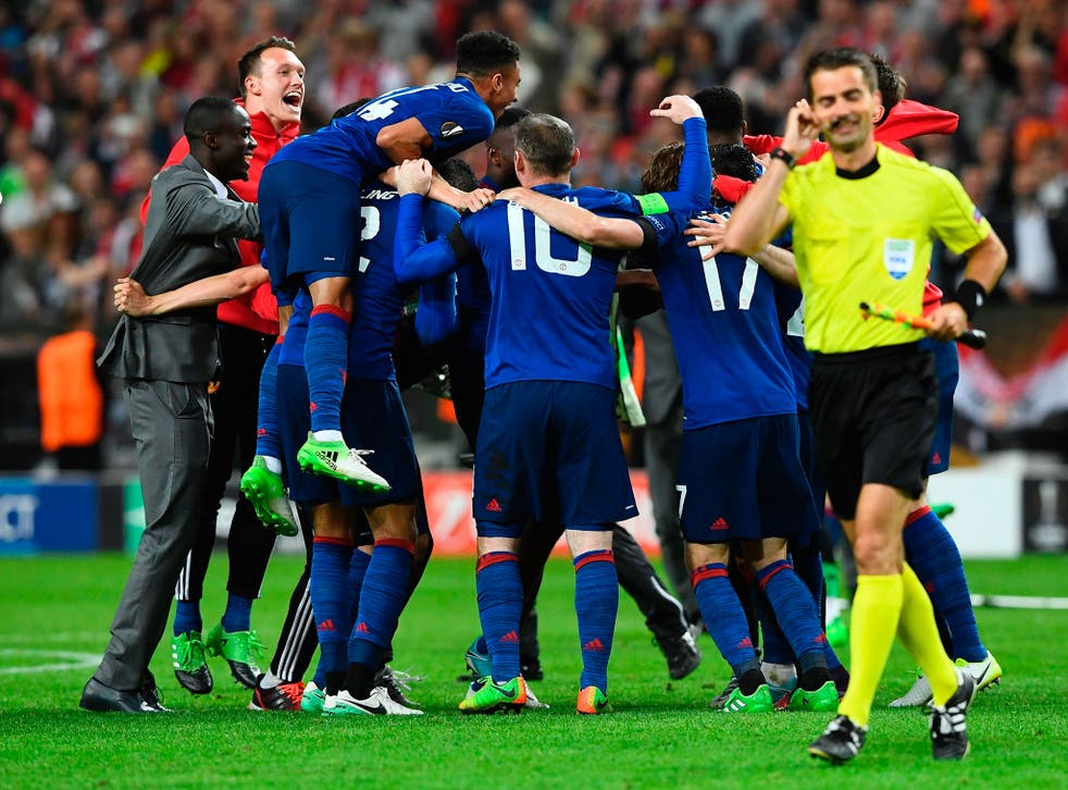 Manchester United celebrate after the final whistle