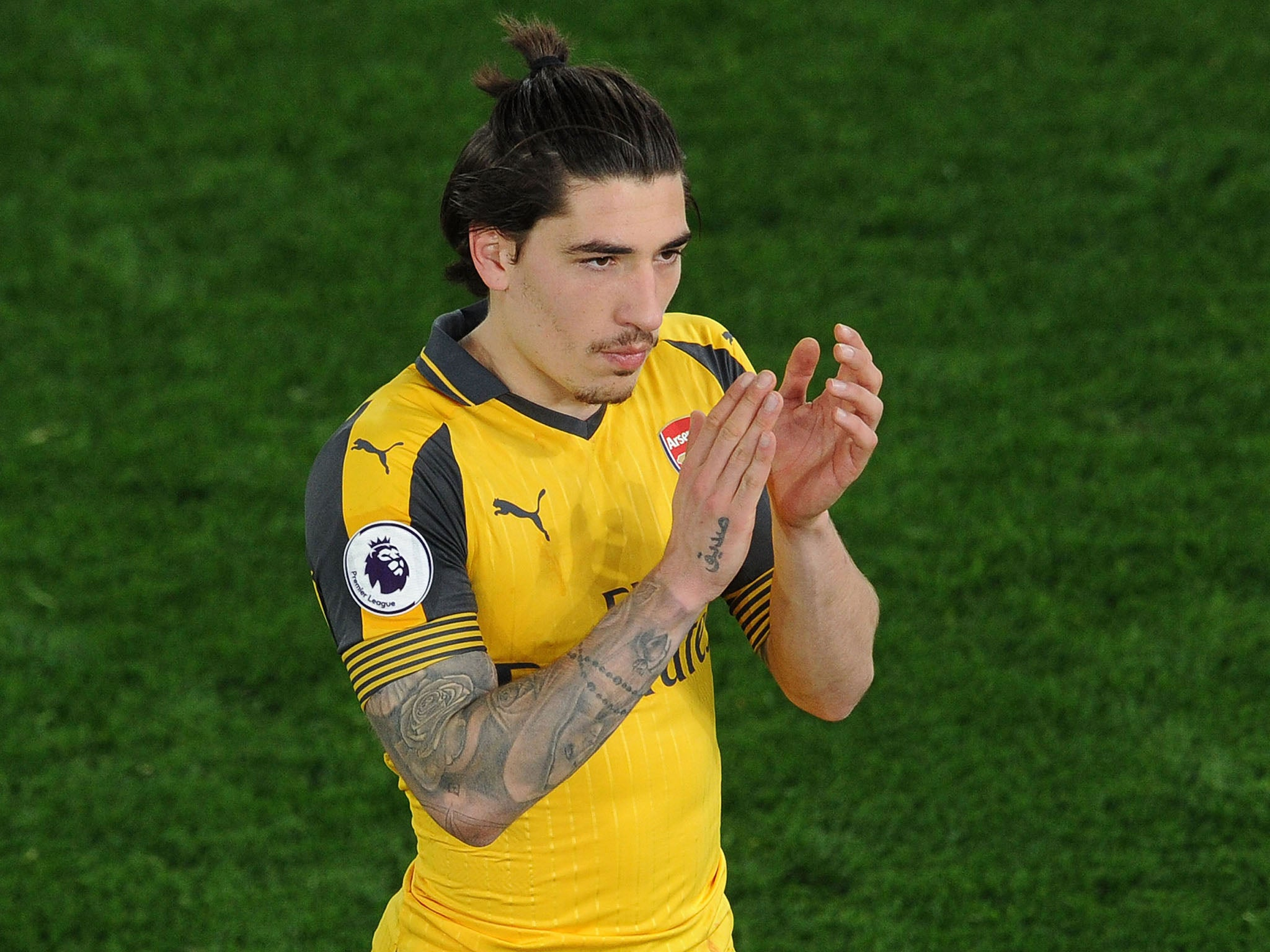 Grenfell Tower fire: Arsenal star Hector Bellerin pledges £50 for every minute he plays of U21 European Championships