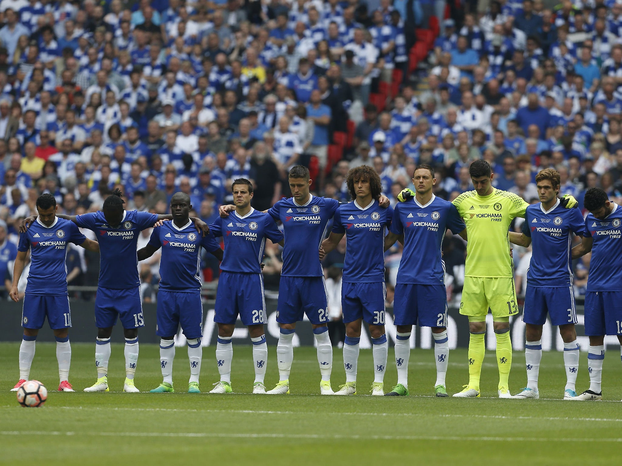 Chelsea Forget To Wear Black Armbands For Manchester Victims In The Fa Cup Final First Half Against Arsenal The Independent