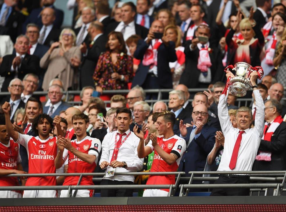 Wenger lifts the FA Cup at Wembley Stadium