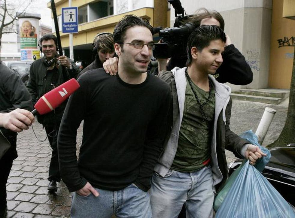 Alparslan Surucu, centre, in 2006 in Berlin after a court acquitted him and his brother, Mutlu Surucu, in the killing of their sister, Hatun Surucu. An appeals court later overturned his acquittal