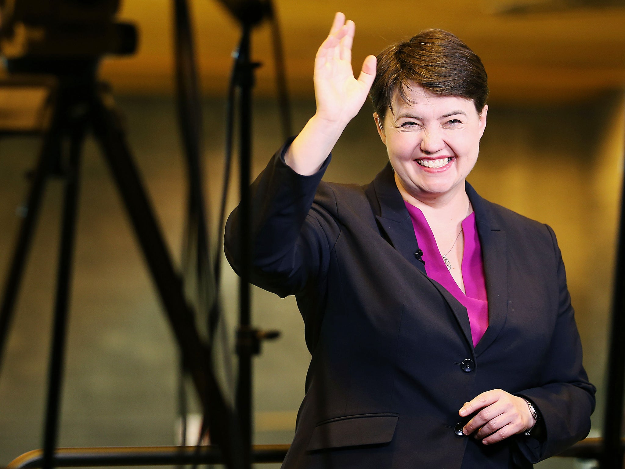Anderson Gillian Nue ruth davidson's sexy tweet featuring a half-naked gillian
