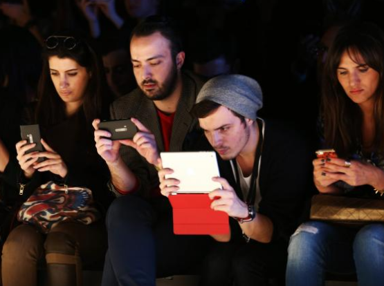 Moderate use of social media 'builds resilience and wellbeing in young people', report suggests