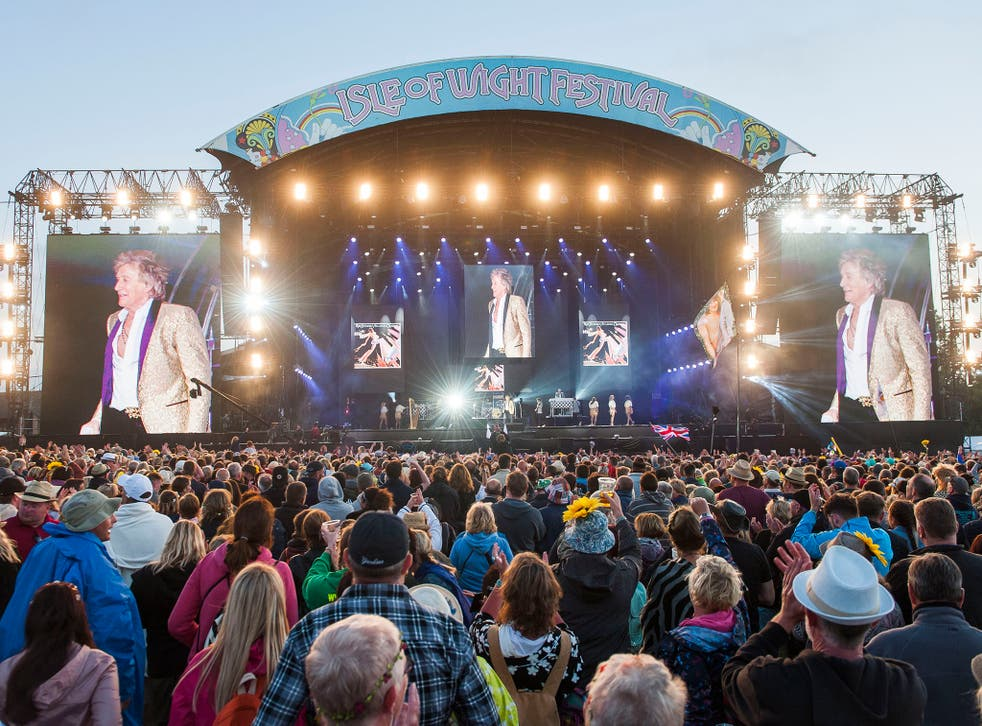 'These are troubled times,' Rod Stewart told the crowds at Seaclose Park