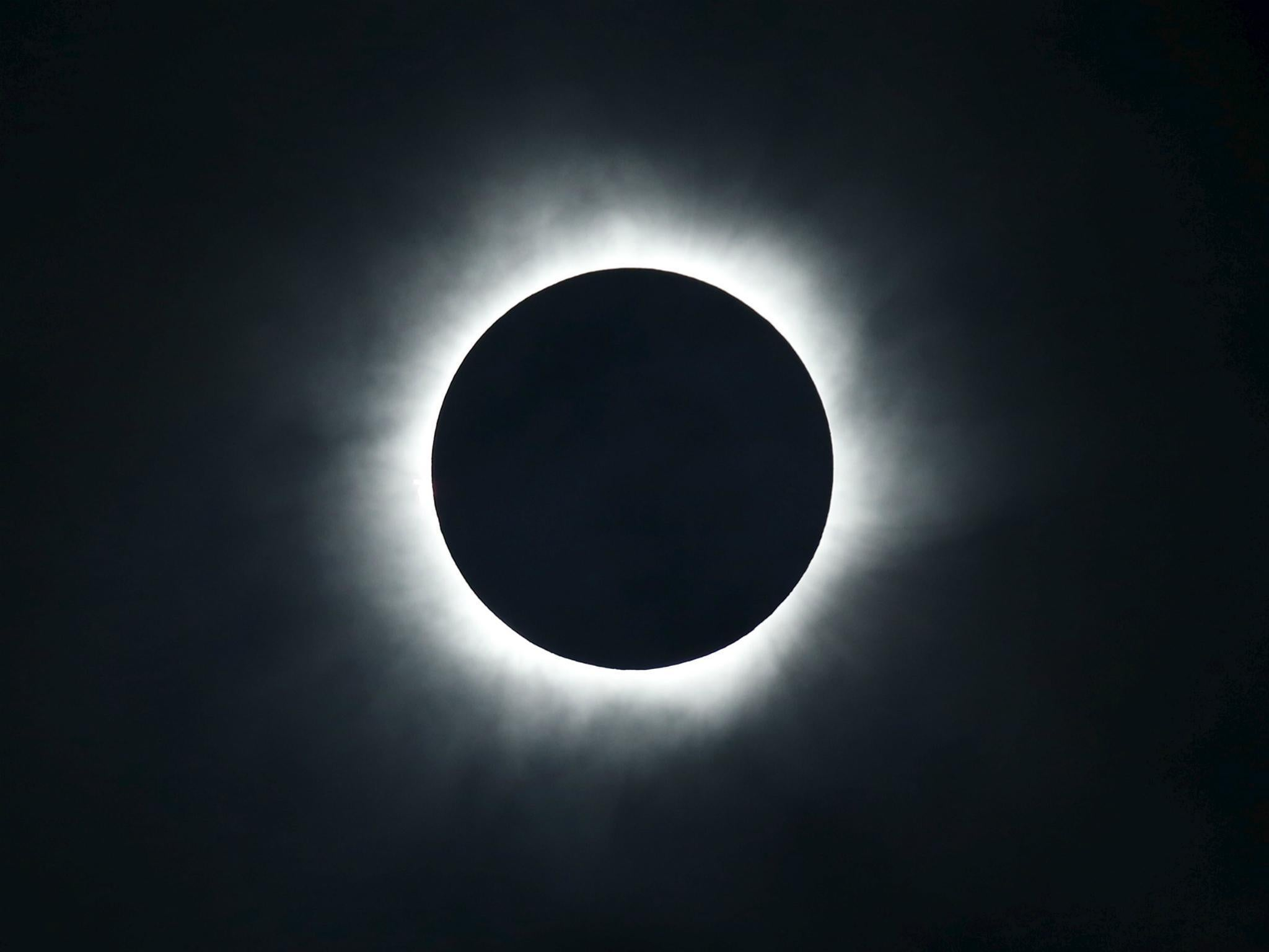 Total Solar Eclipse Sun To Disappear Behind Moon And Leave - 17 incredible photos of the 2017 solar eclipse