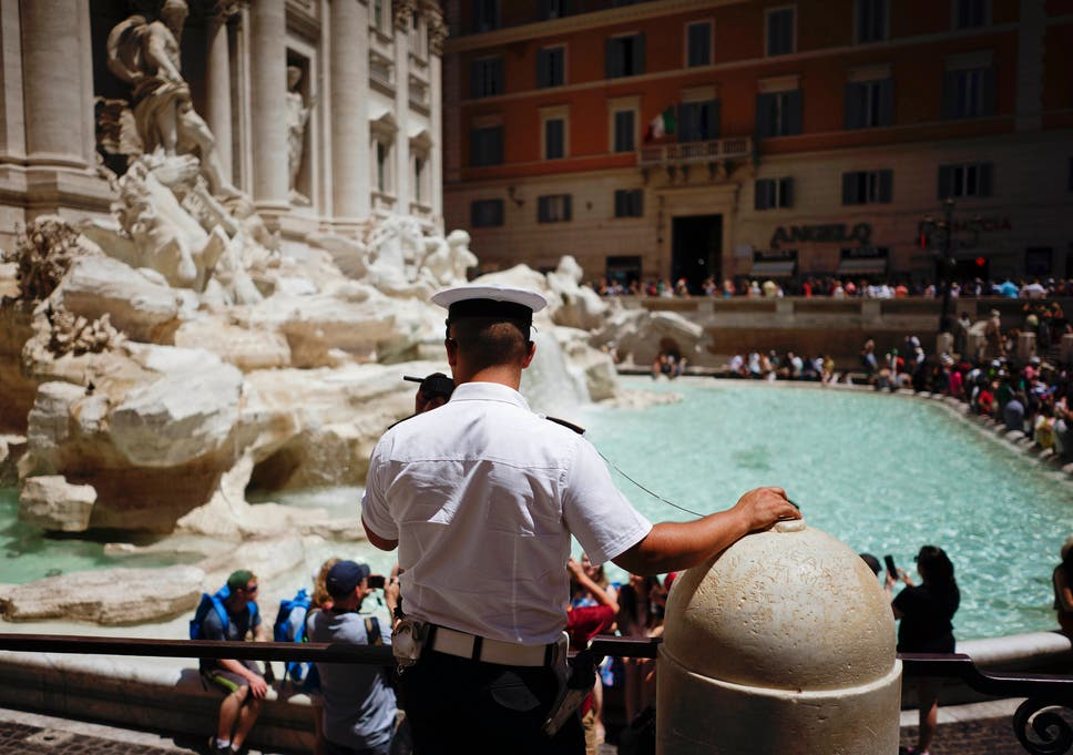 No Swimming Rome Braces For Summer Of Tourists At Its Fountain
