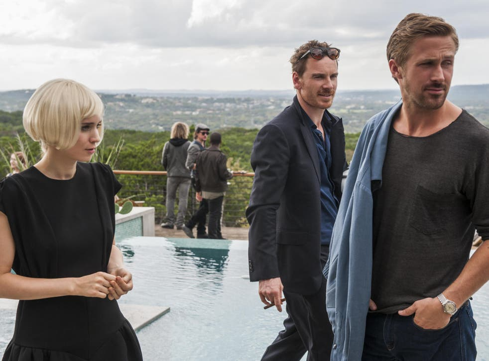 Faye (Rooney Mara) and BV (Ryan Gosling) hope to establish themselves in a music world run by people like Cook (Michael Fassbinder), centre