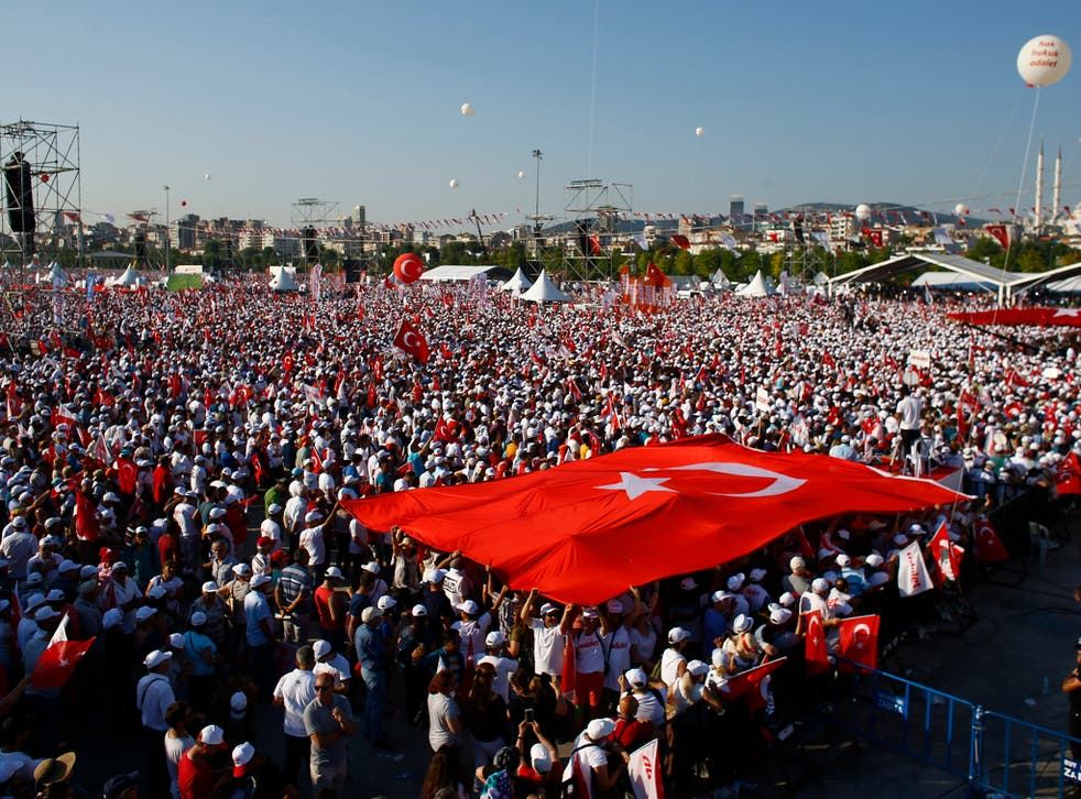 Thousands of people gathered in Istanbul to conclude an opposition-led 'march for justice' against the government