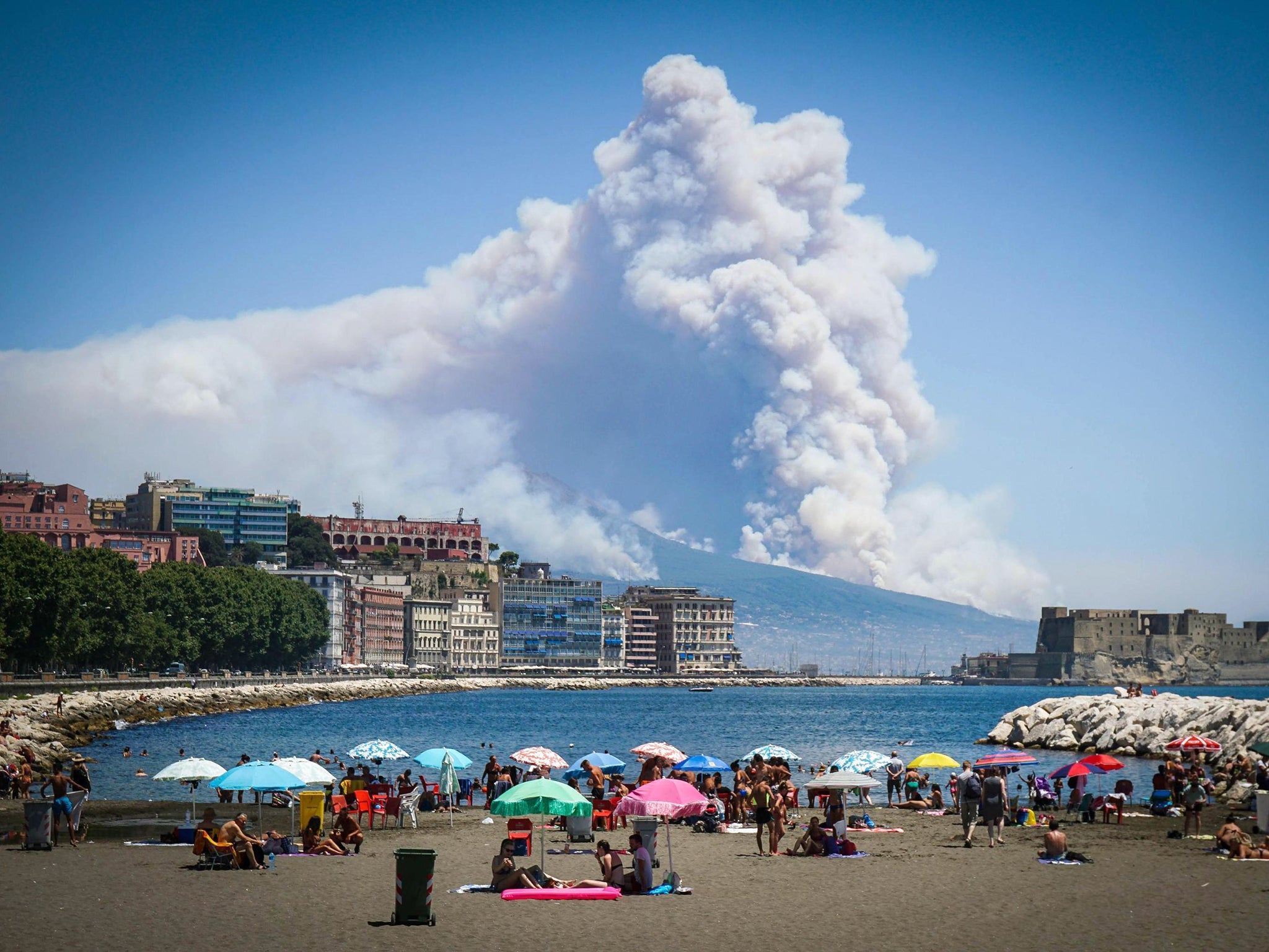 Mount Vesuvius: Mafia Accused Of Starting Naples Bushfire 'by Setting Cats  Alight'  The Independent