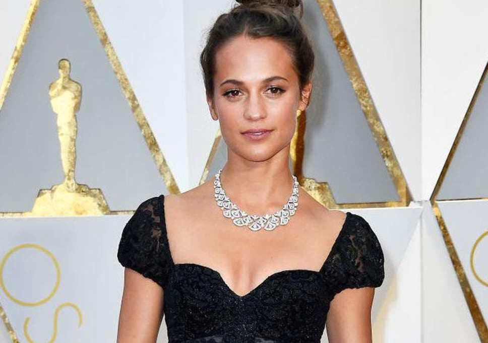 Alicia Vikander Ass tomb raider: alicia vikander pictured as lara croft in new official