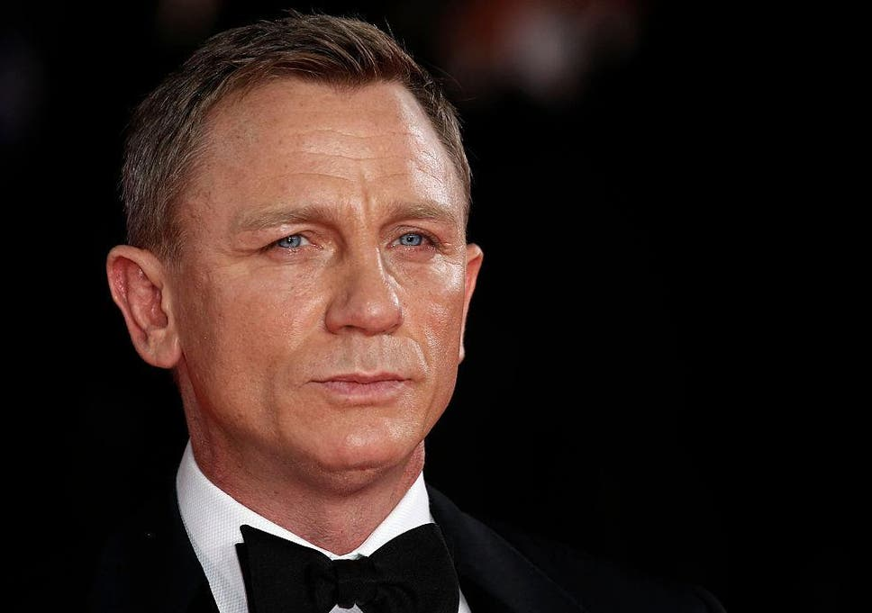 five ways daniel craig needs to update his james bond style the