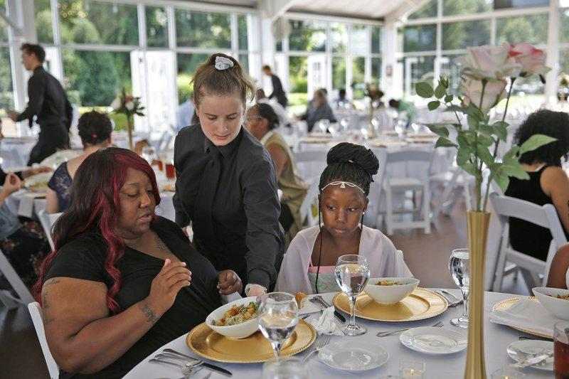 Woman Cancels 23000 Wedding And Turns Reception Into Party For