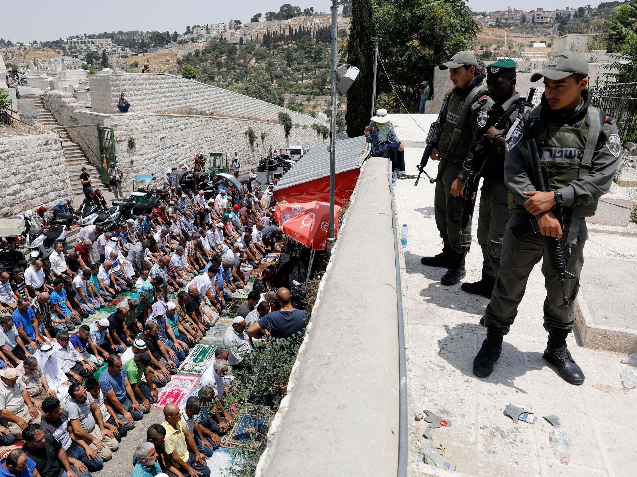 Jew Detector: Israel Removing Metal Detectors At Jerusalem Holy Site