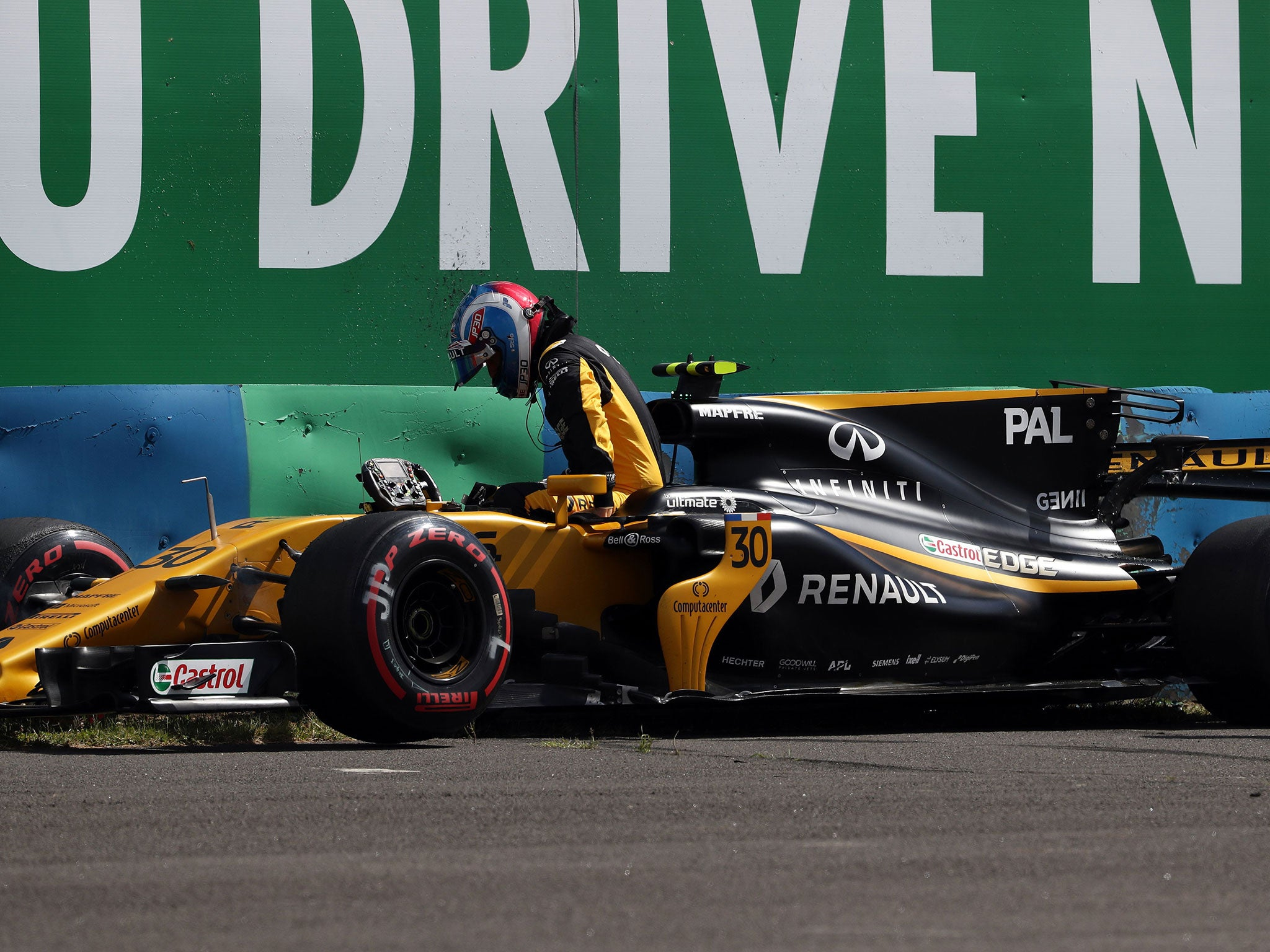 Palmer crash fans the flames as kubica and rowland watch on at renault