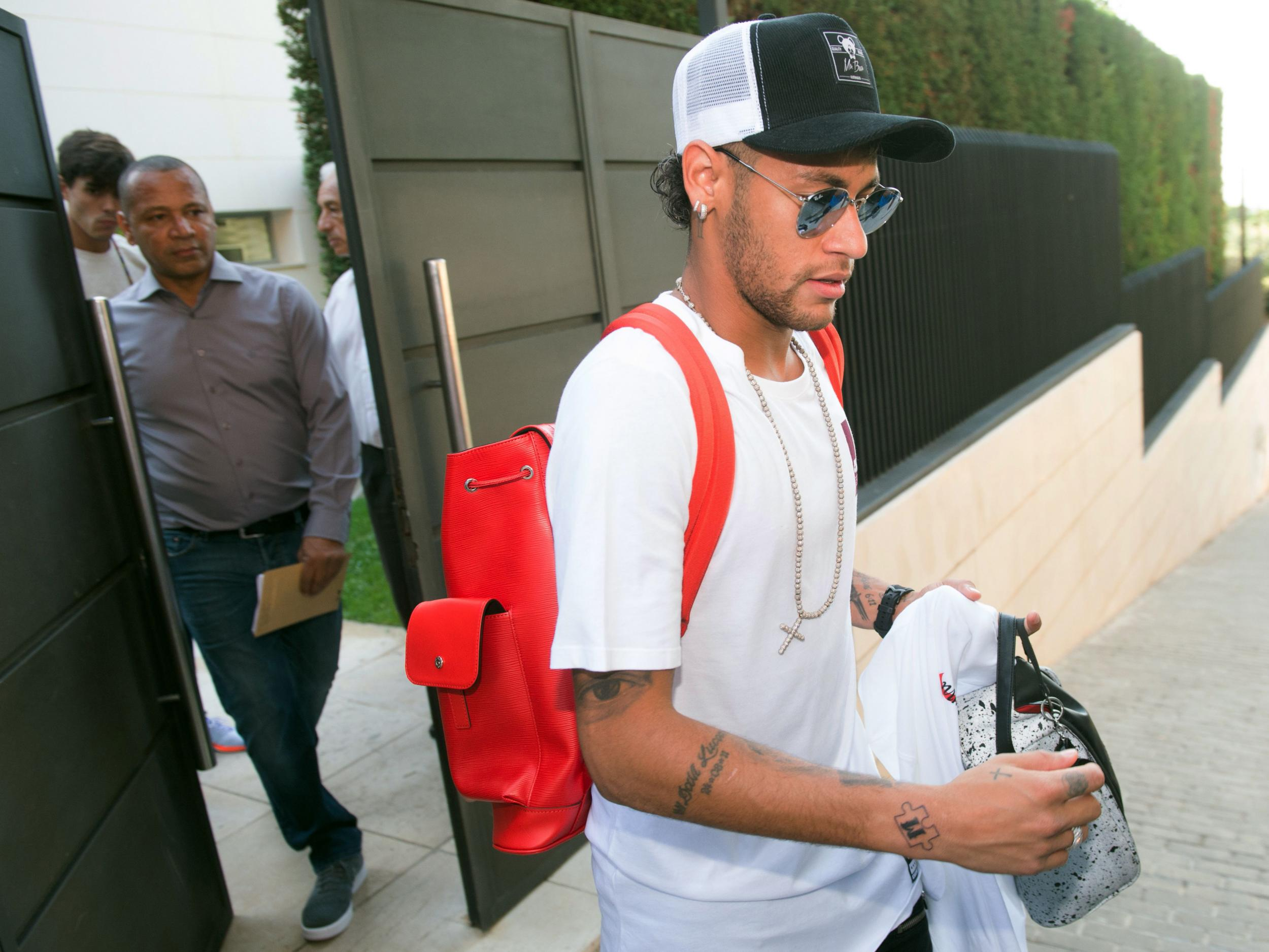 6a0430a959f85 Neymar reveals his father wanted him to stay at Barcelona as he completes  £200m transfer to PSG