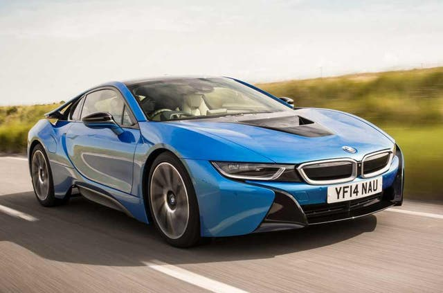 BMW i8: the ideal prop for the perfect gram