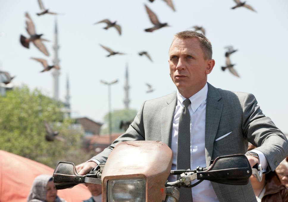 Daniel Craig Reportedly Signs Up To Play James Bond In Two New