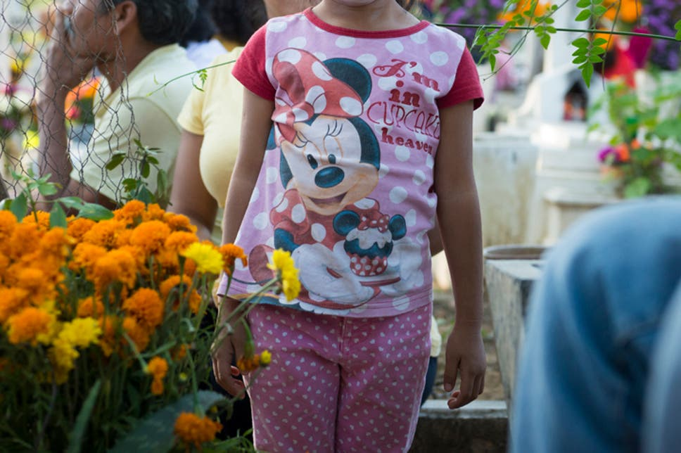 Manchester Airport lounge bans family wearing Minnie Mouse t-shirts ...