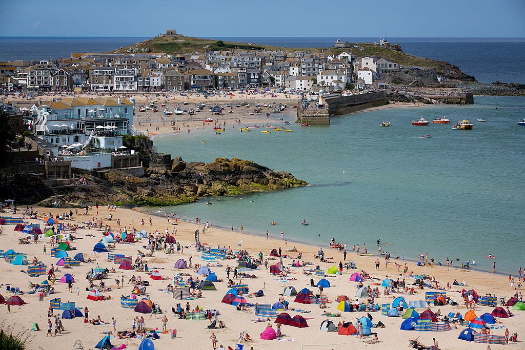 UK tourism spending surged by £872m last year