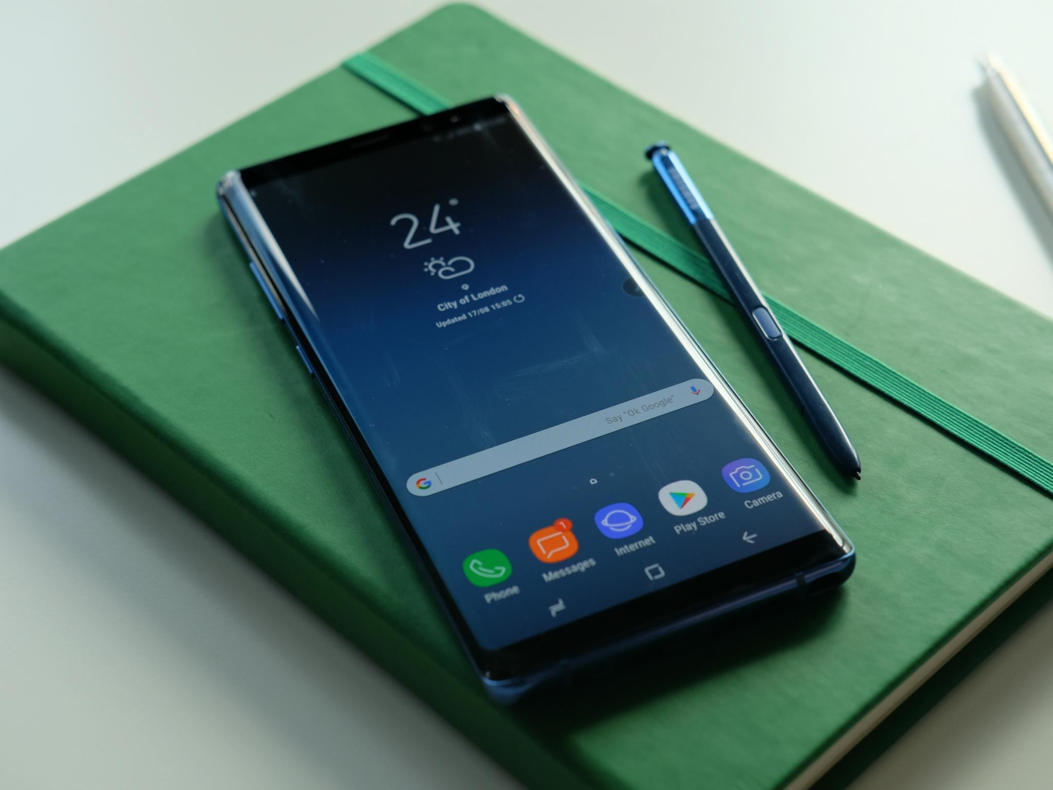 Samsung Galaxy Note 8 Hands On Review Slick And Beautiful But With 3 White Gold Stabilisation The