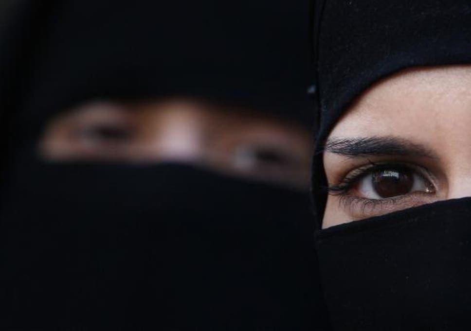 Barcelona Attack Spanish Muslim Woman Wearing Hijab Beaten By Young