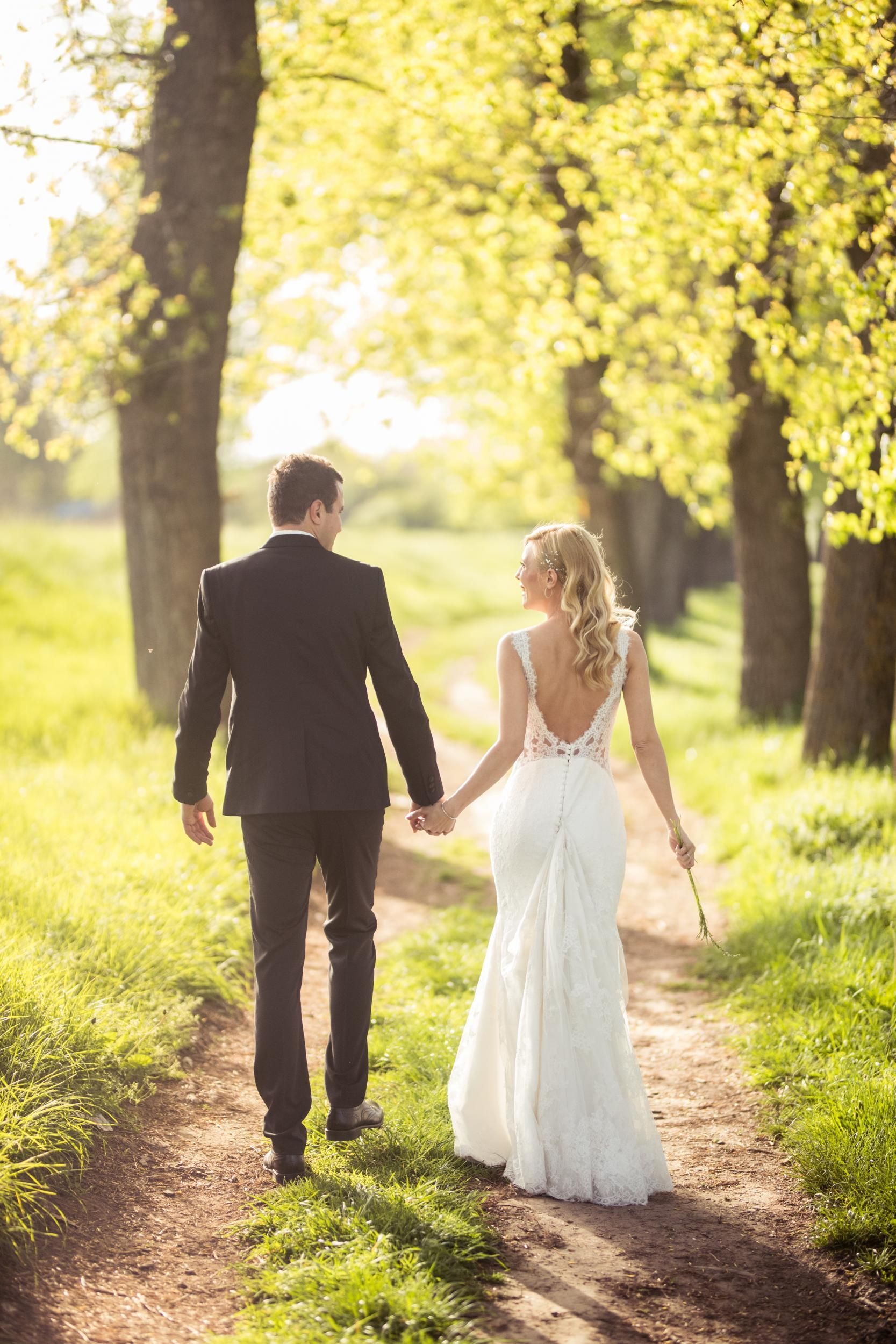 27 wedding guests reveal the moment they knew the marriage