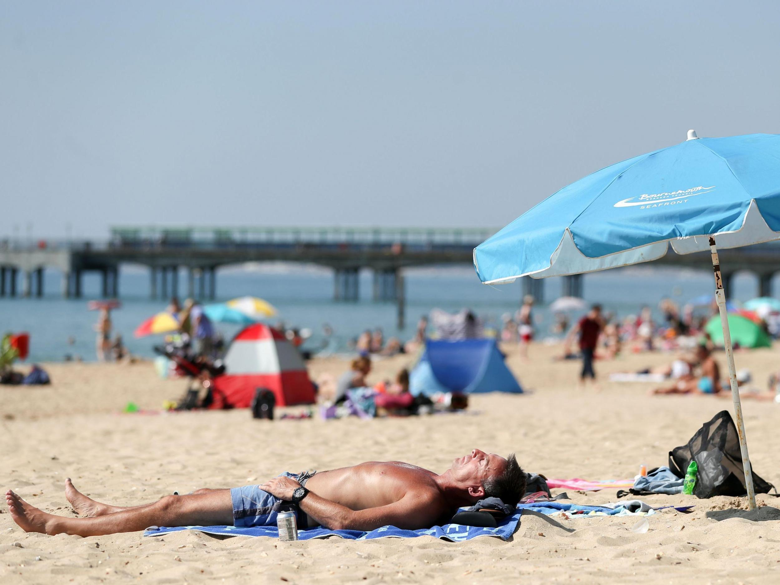 UK tourism hits record high as weak pound lures overseas holidaymakers