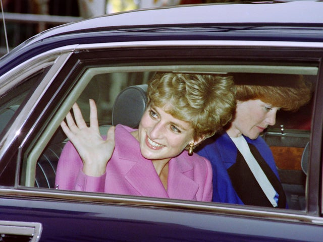 princess diana conspiracy theories eight reasons people believe her death in paris wasn t all it seems the independent princess diana conspiracy theories