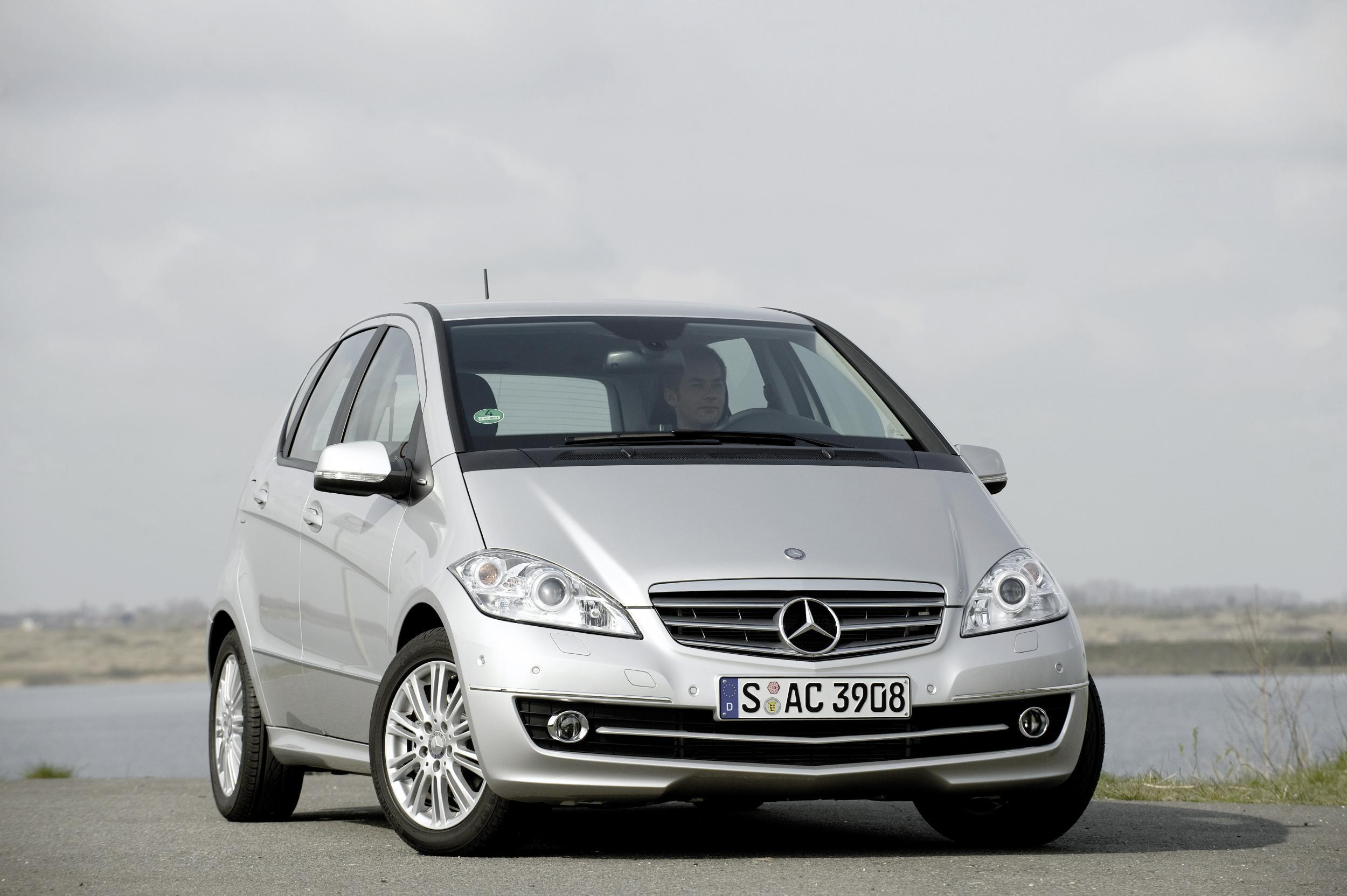 mercedes benz recalls 400 000 cars over airbag fault the. Black Bedroom Furniture Sets. Home Design Ideas
