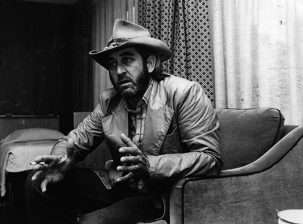 Don Williams talks to press in a London hotel room, 1979