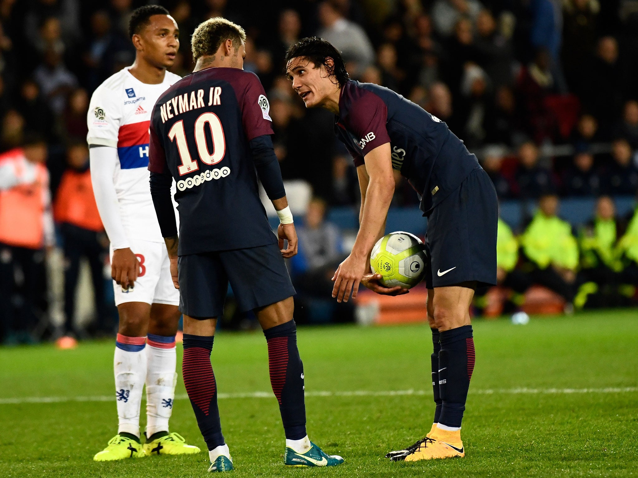 Edinson Cavani rejects claims of changing room row with Neymar as