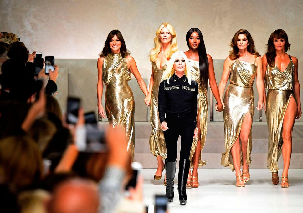 7d70a91def2 Original 90s supermodels pay tribute to Versace at Milan fashion show 20  years after his murder