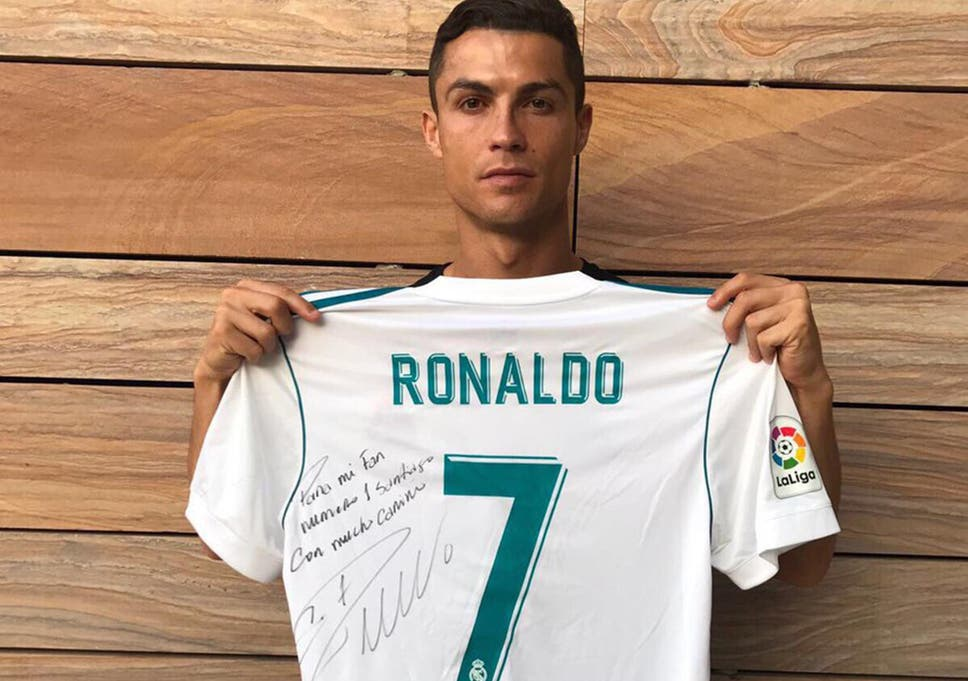 wholesale dealer 07fbc 0770d Cristiano Ronaldo pays tribute to young boy killed in Mexico ...