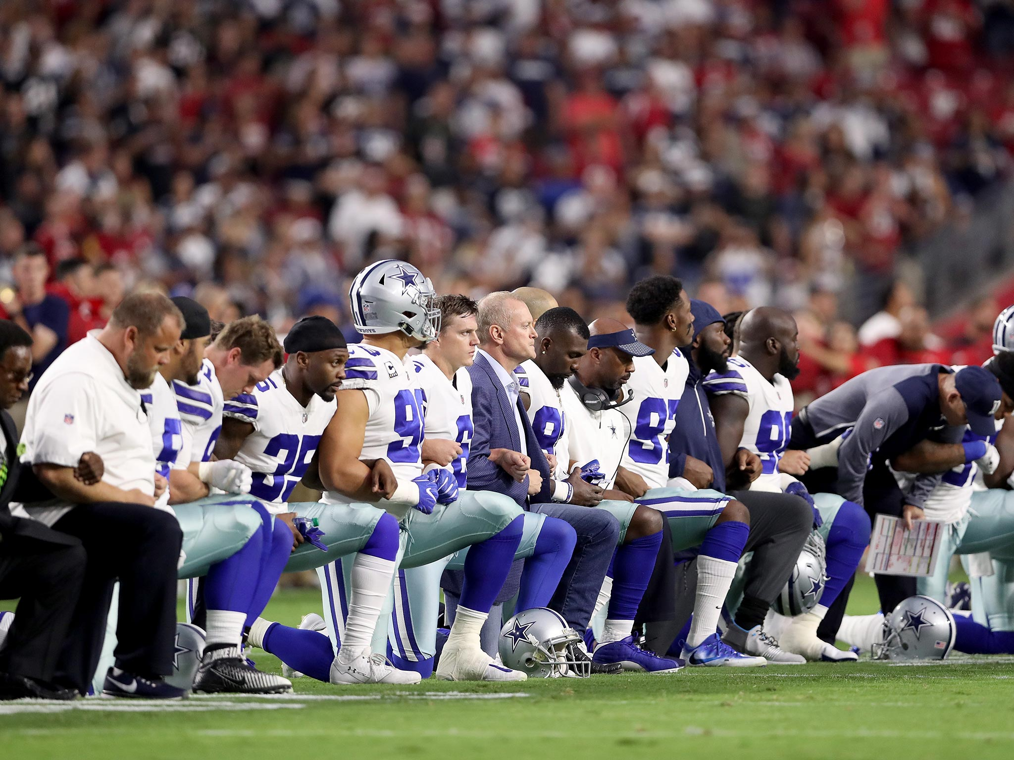 Dallas Cowboy NFL players in huge show of defiance against Trump