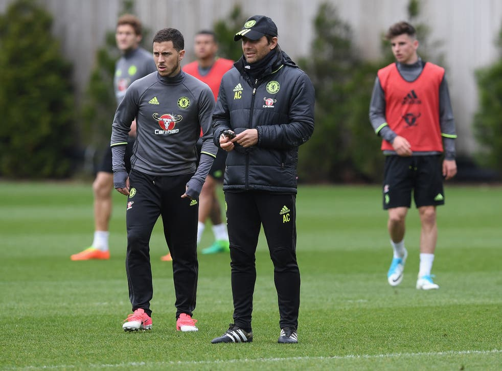 Eden Hazard with manager Antonio Conte in training
