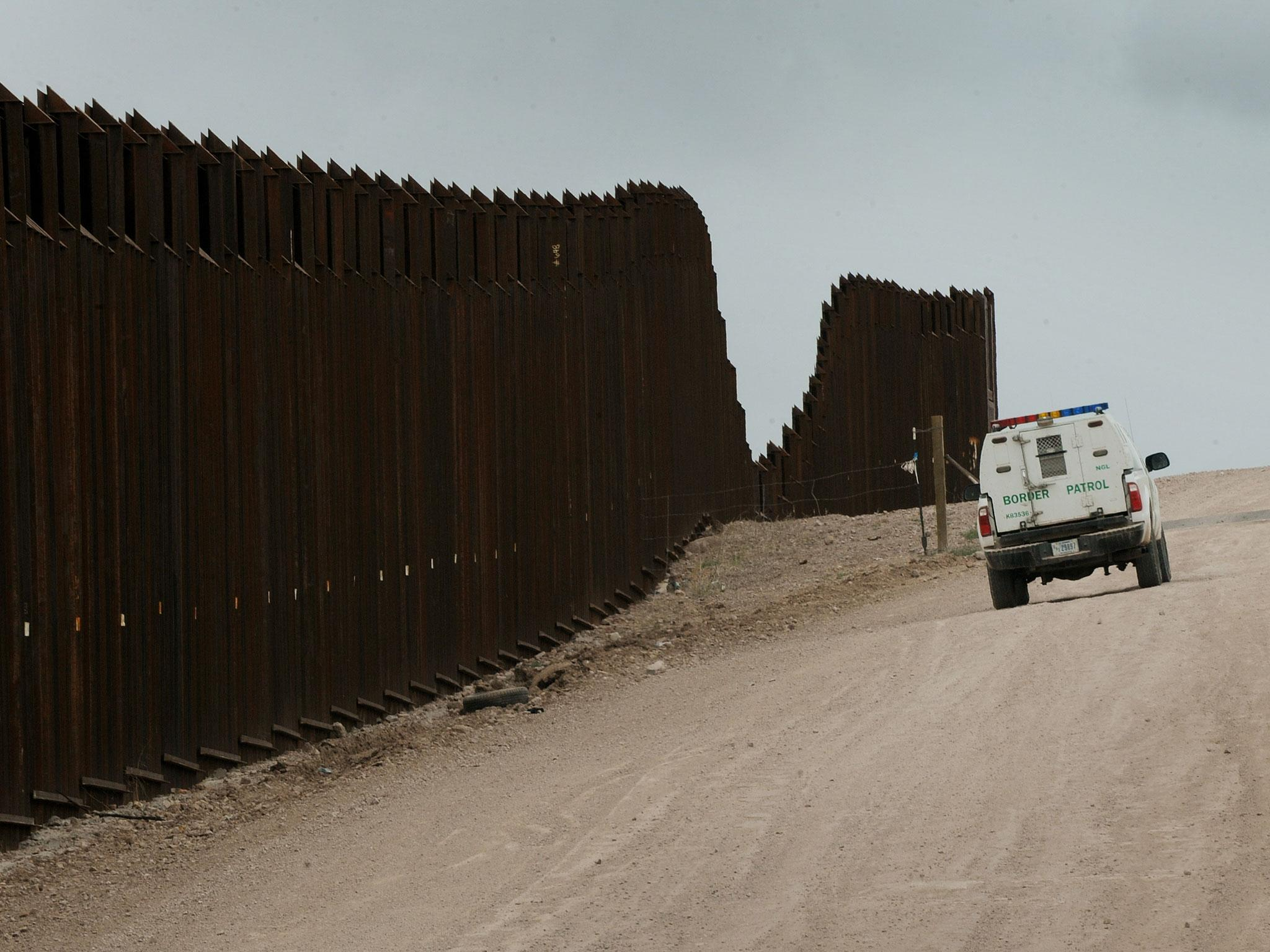 Wall Construction In Us : Us mexico border wall construction begins on prototypes