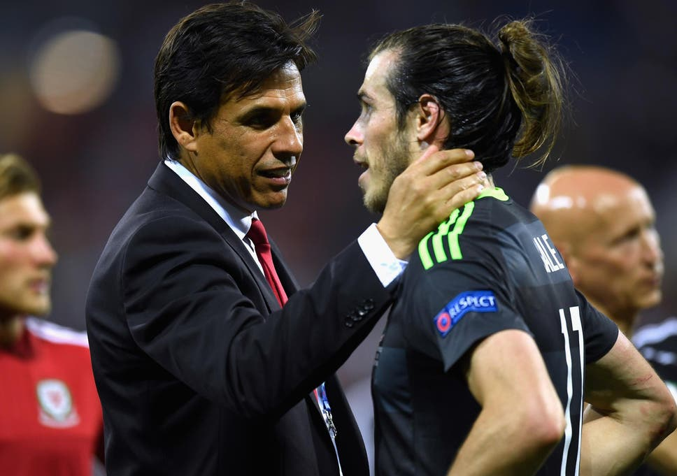 Gareth Bale piles public pressure on Chris Coleman to stick with ... 1a1d56457