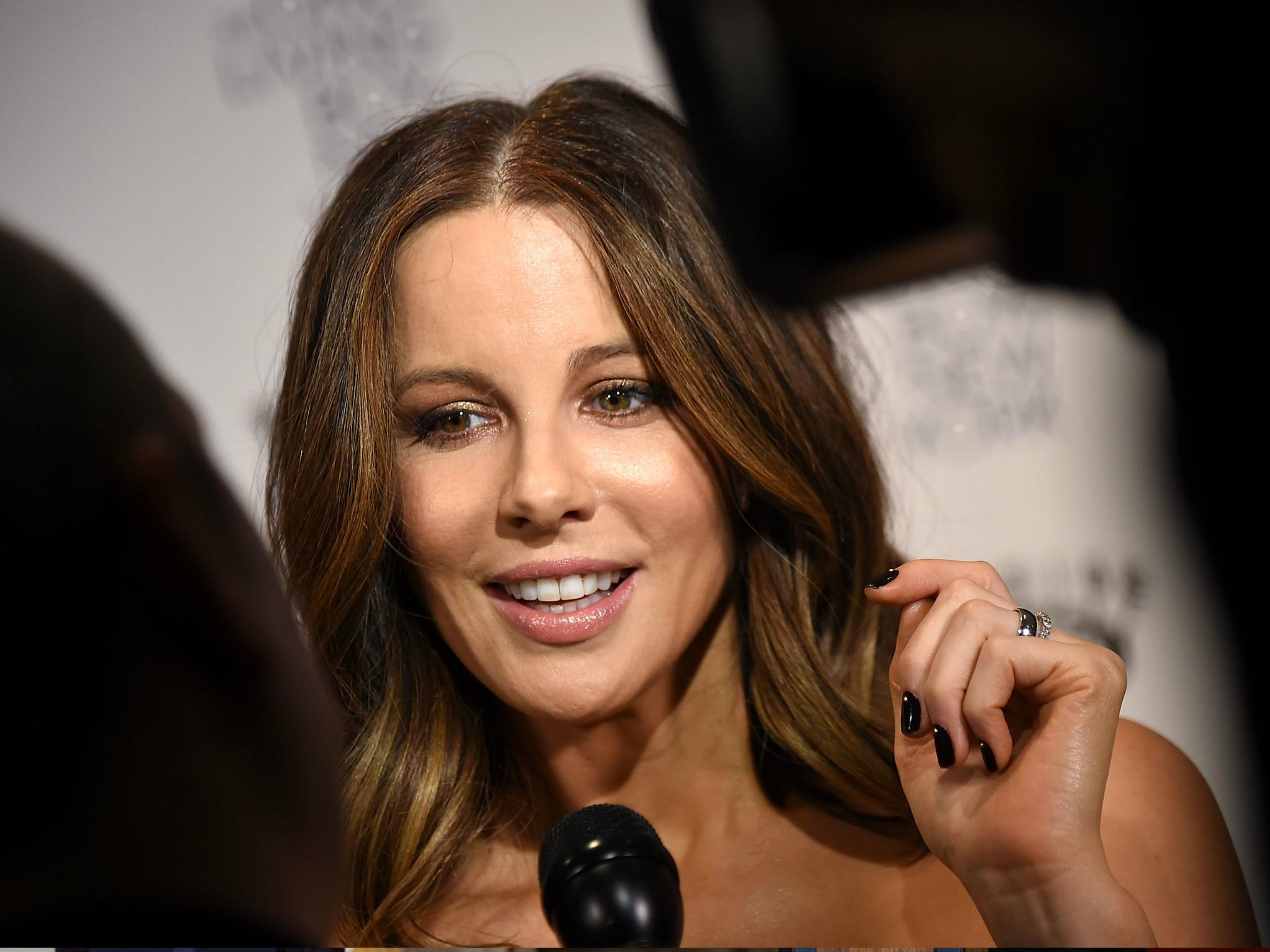 foto Kate Beckinsale Discusses Feeling Unattractive In Allure's August 2012 Issue