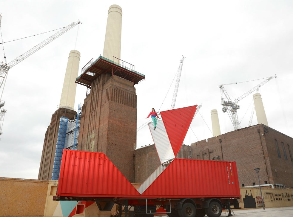 Satchie Noro performs 'Origami' at Battersea Power Station