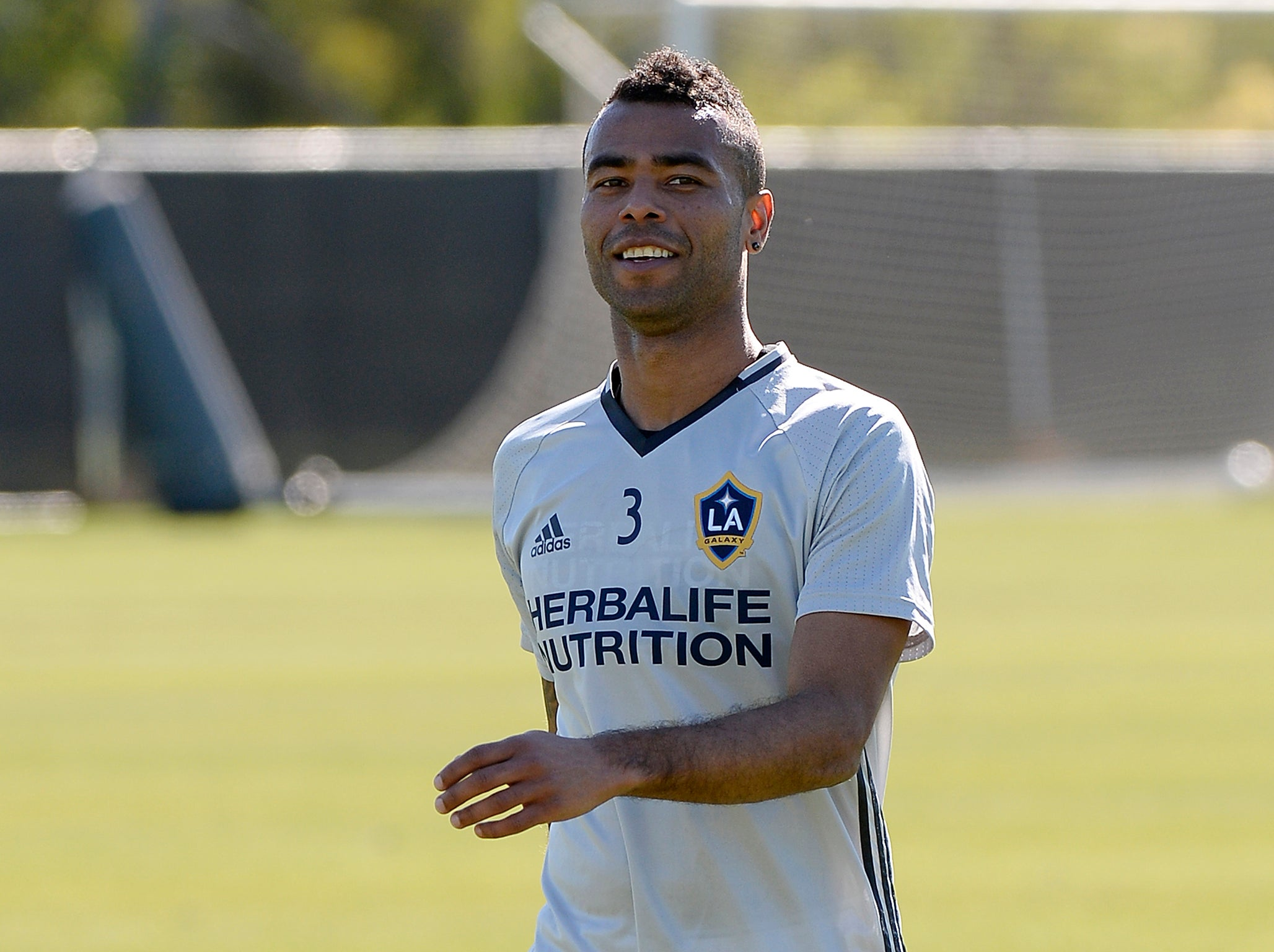 Ashley Cole in contract talks to extend his stay at LA Galaxy