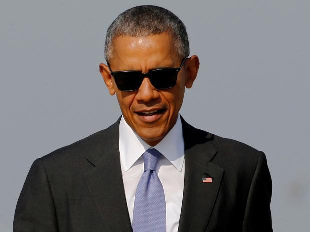 Barack Obama implies Trump has set US back 50 years in ... Барак Обама Демотиваторы