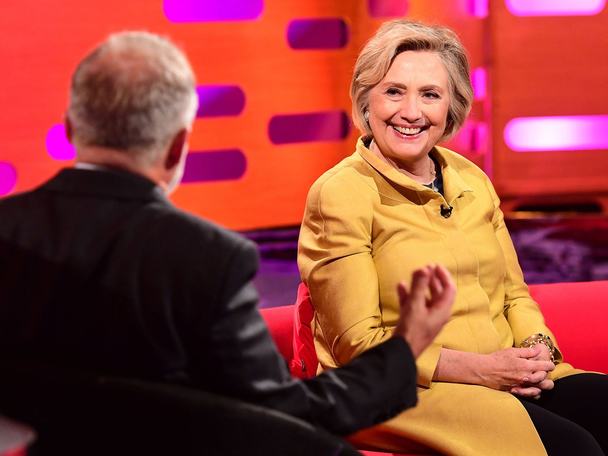 Hillary Clinton condemns Donald Trump's 'dangerous' Twitter tirades