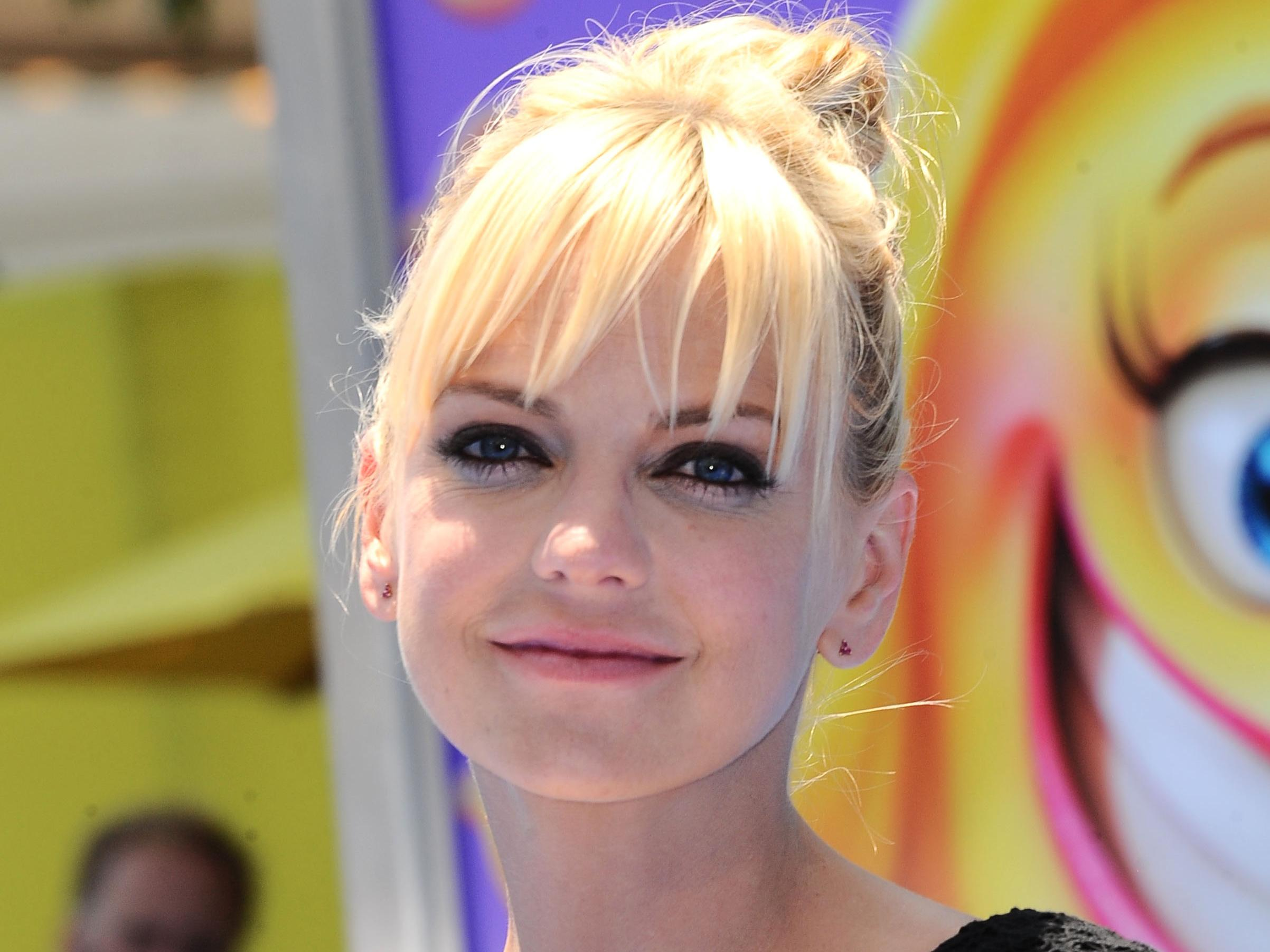 anna faris balls to the face