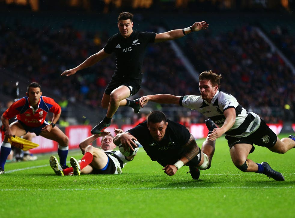 Vaea Fifita dives over for the All Blacks