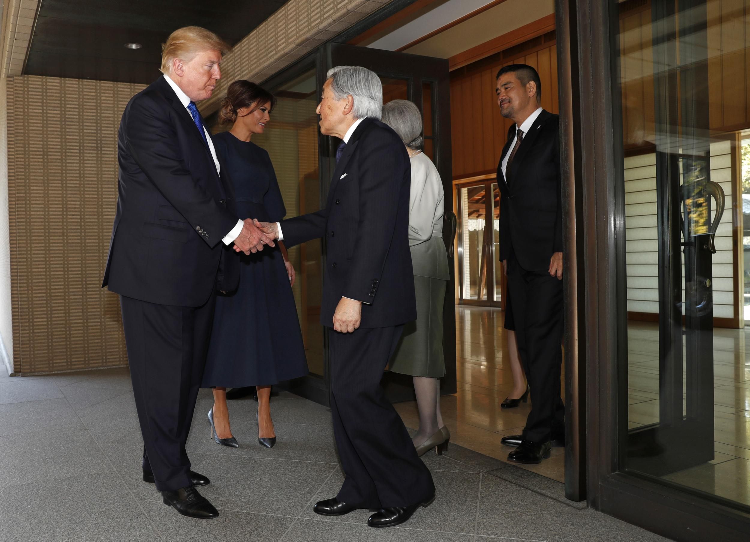 Donald Trump Greets Japanese Emperor Akihito Without Bowing The